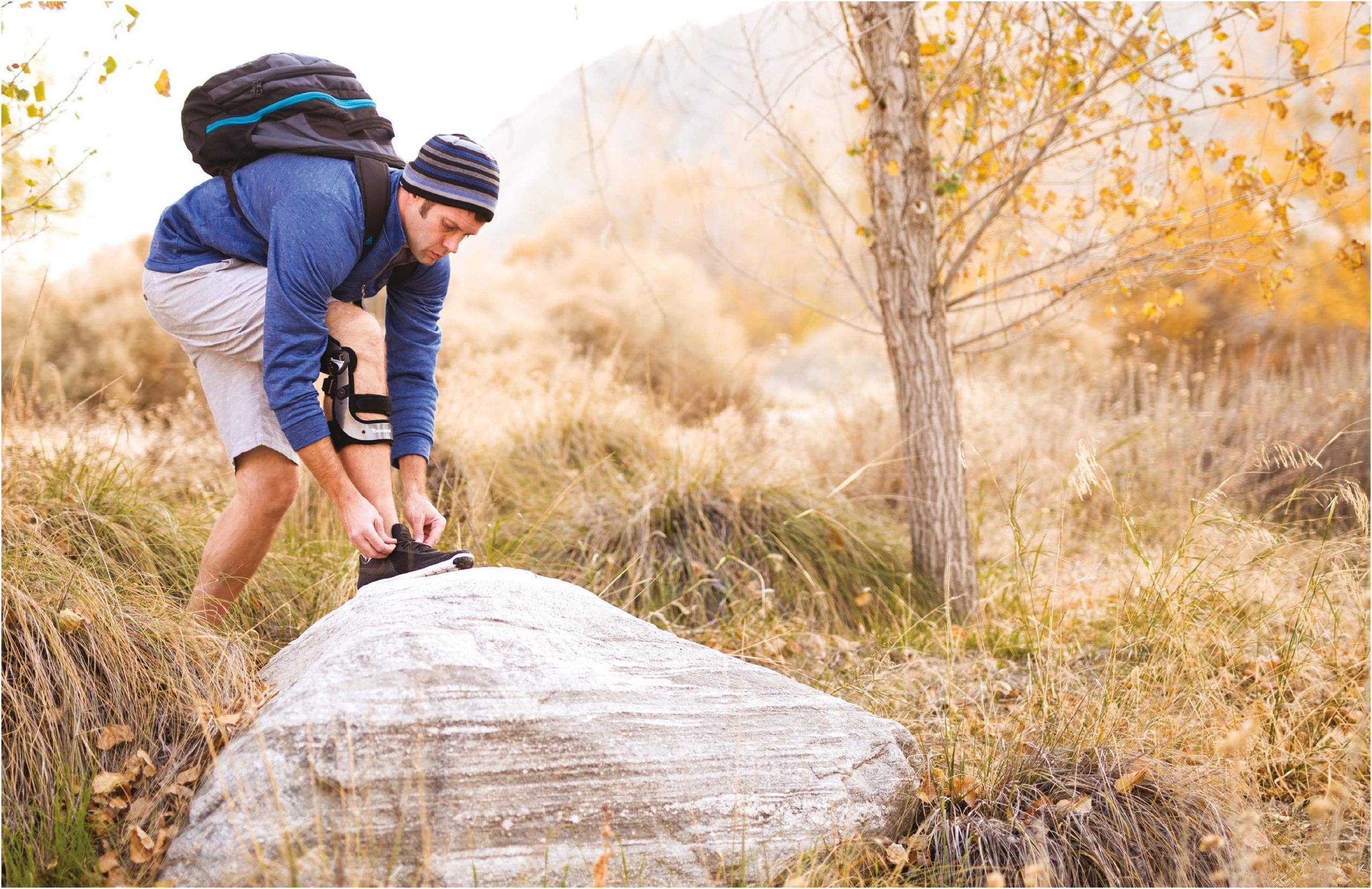 Man wearing a Thuasne Knee Brace on a hike
